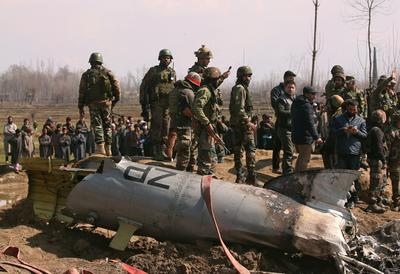 India-Pakistan tensions flare as both claim to down warplanes