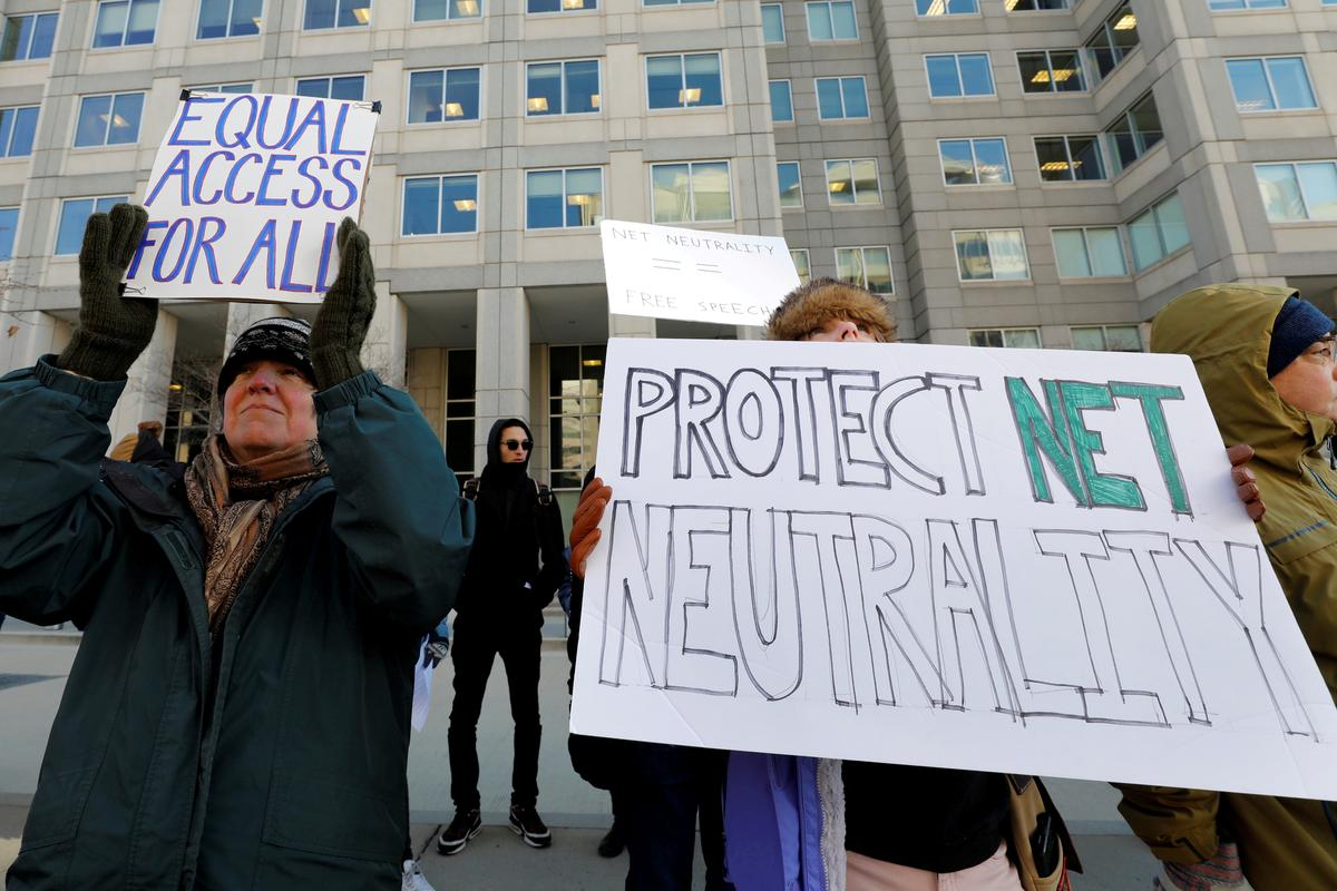 U.S. Democrats unveil legislation to reinstate net neutrality rules
