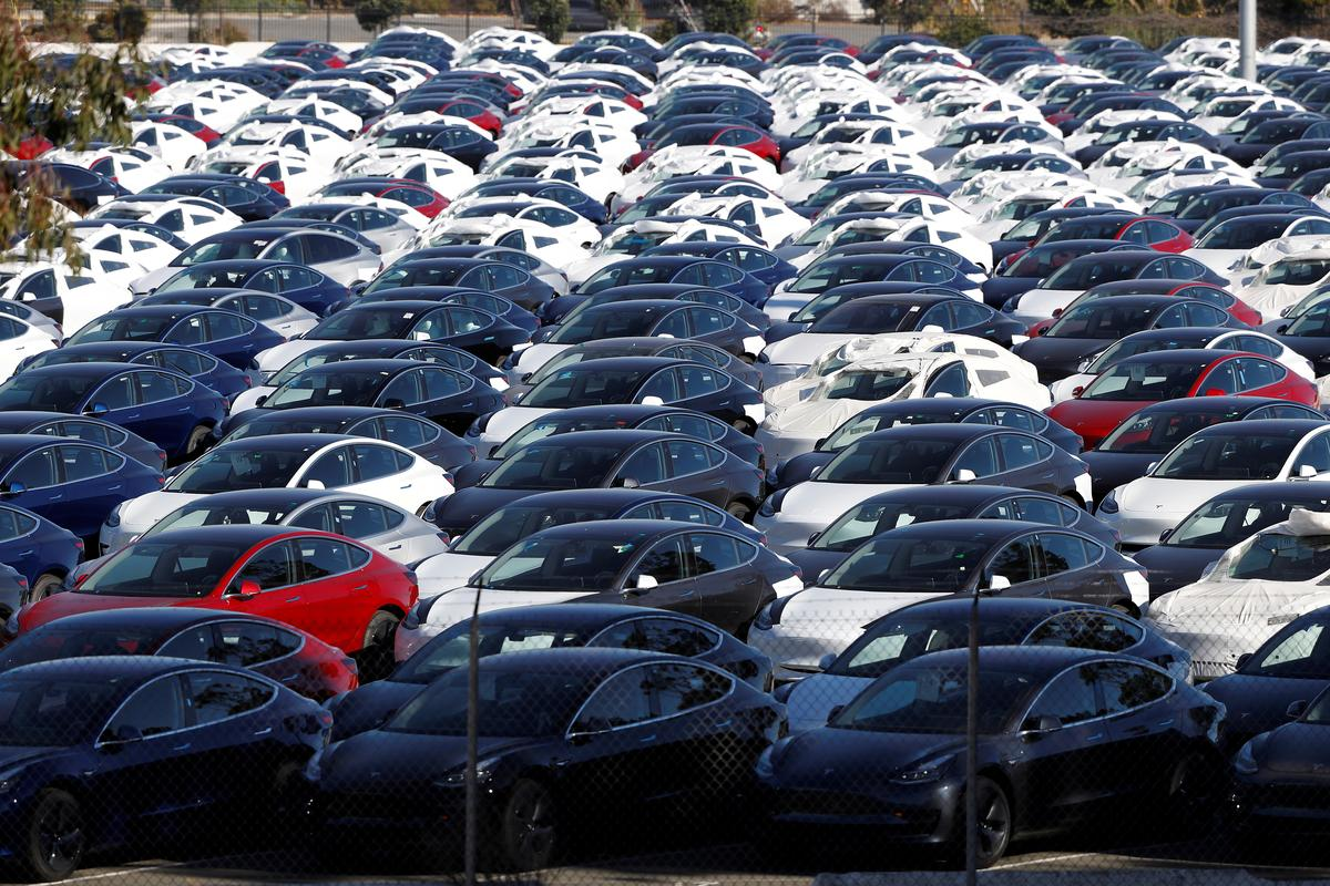 China Customs Lifts Suspension on Tesla Model 3 Imports: Sources
