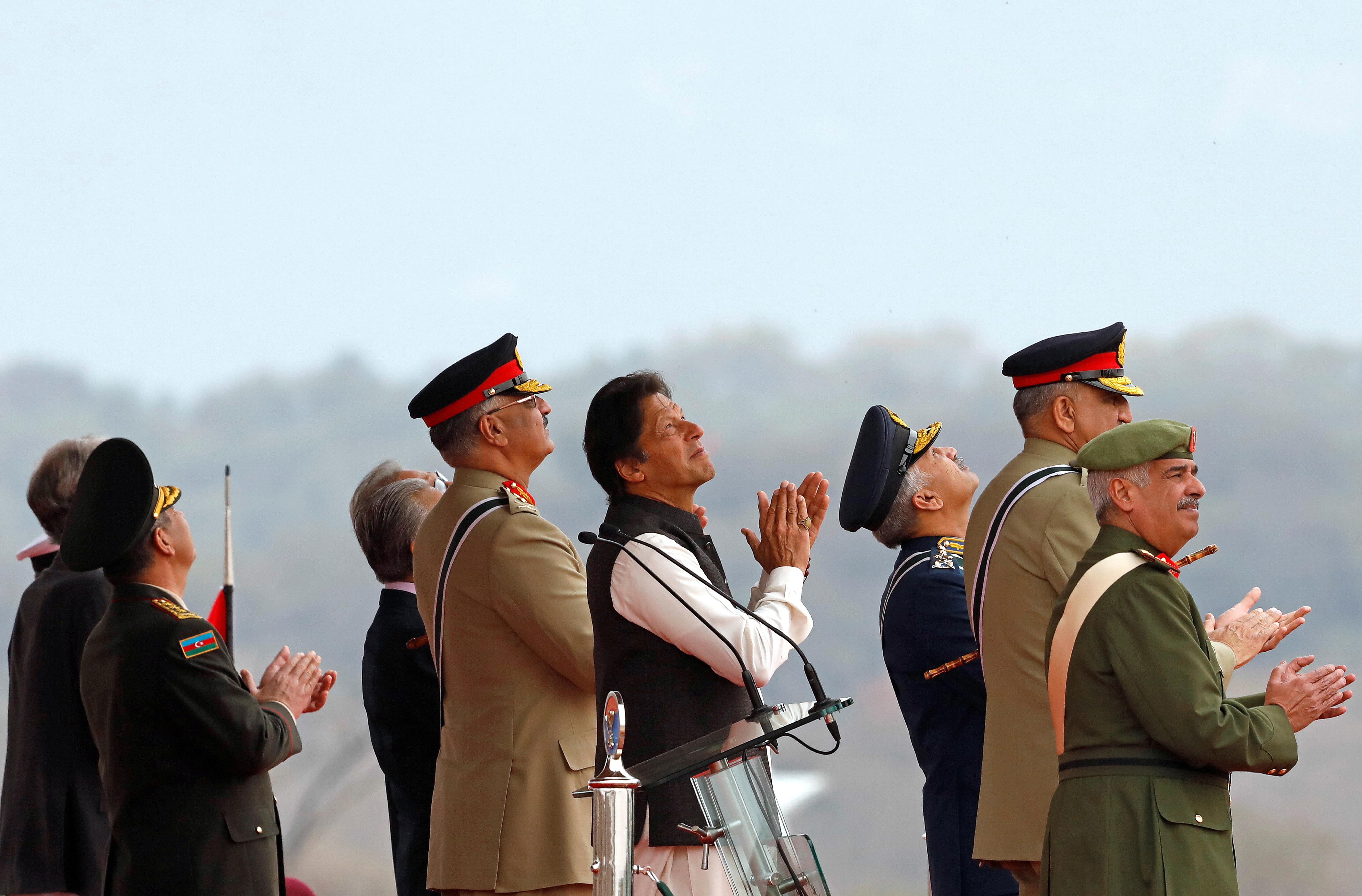 Pakistan call for peace with India as it shows off its military might
