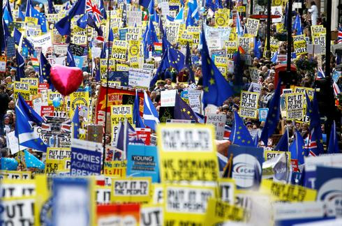 Massive march against Brexit in London