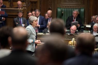 英首相、27日退陣計画表明か EU離脱協定案の支持目指し