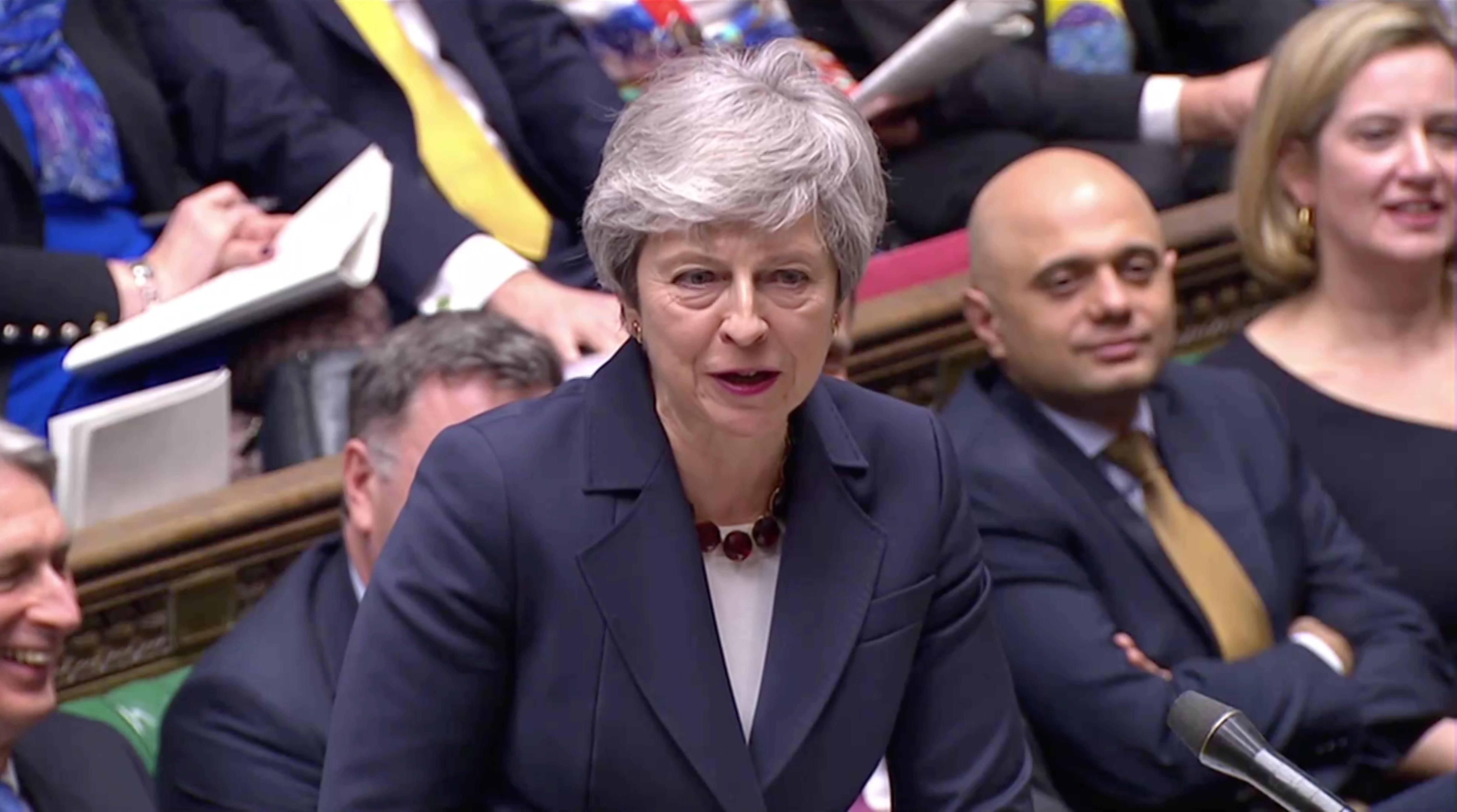 3月27日、英与党・保守党のある議員は、メイ首相が議員らに対し、自身の離脱協定案が議会で承認されれば辞任する考えを示したと明らかにした(2019年 ロイター/ロイターTV)