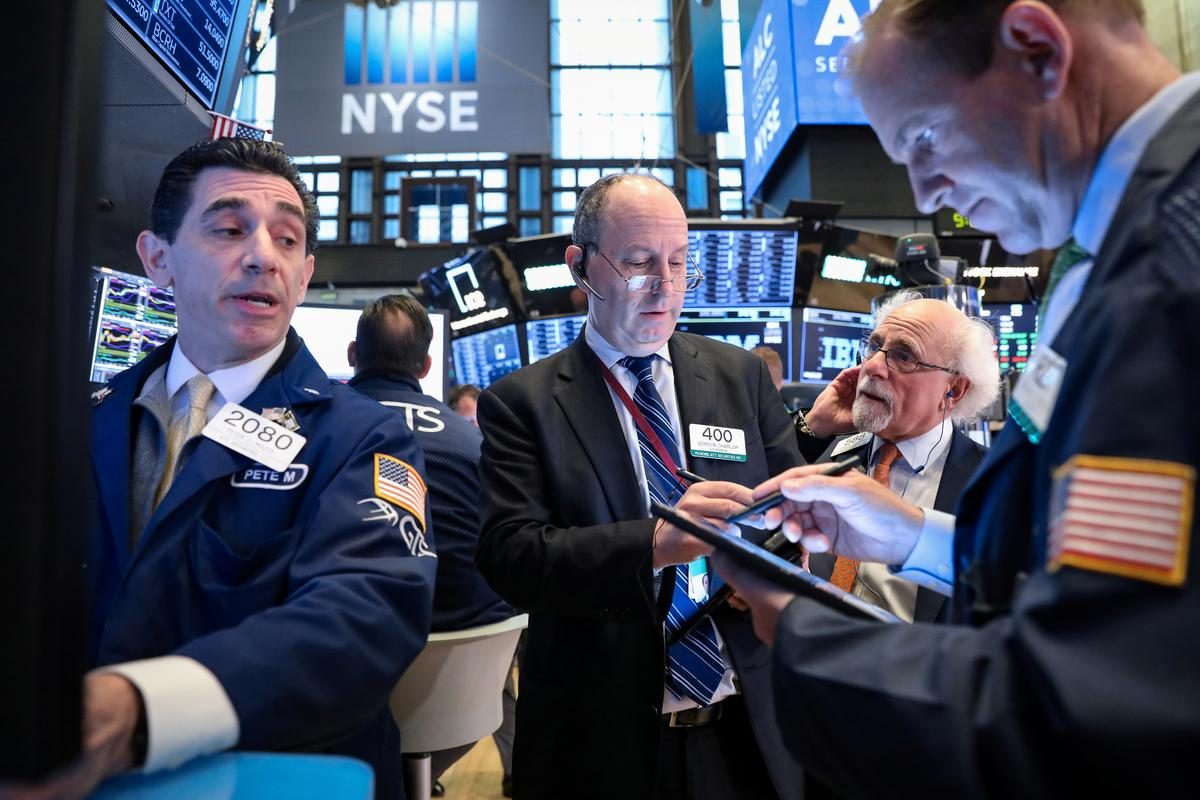 Wall Street dips after lackluster big bank earnings