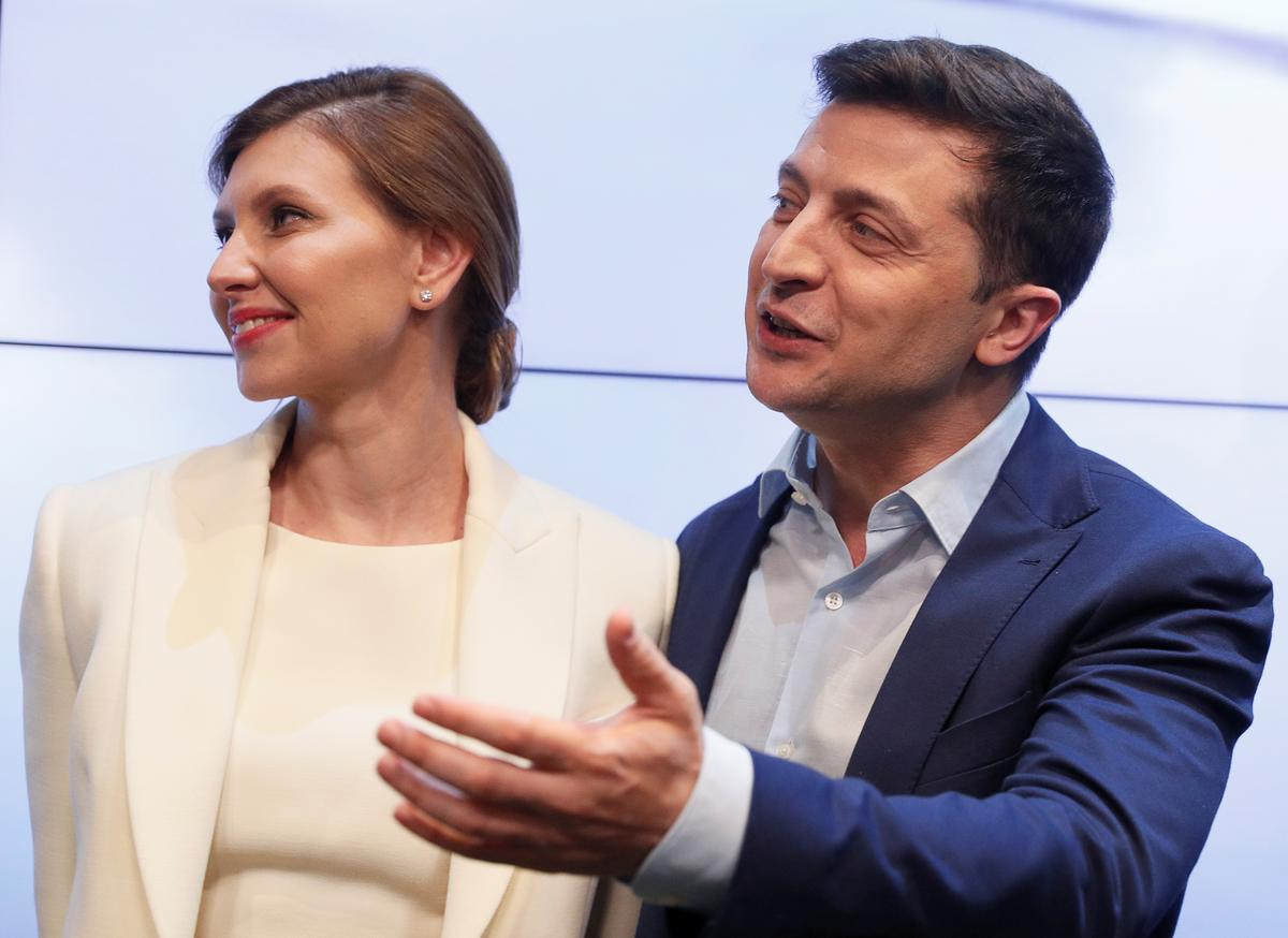 Call us: West scrambles to talk to Ukraine's new leader