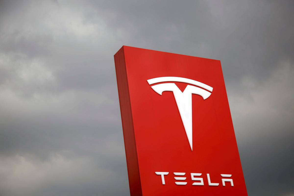 Ending Tough Week, Tesla Sinks to Lowest Level in Two Years