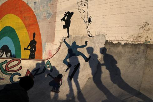 'Gaza skate team' hits the streets