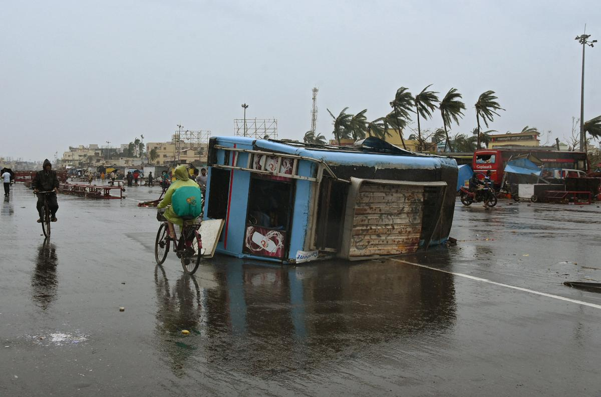 Cyclone slams into Indian temple town, Bangladesh braces with...