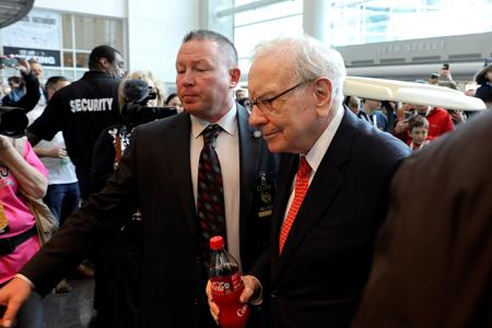 Berkshire shareholders seek Warren Buffett's wisdom at annual meeting