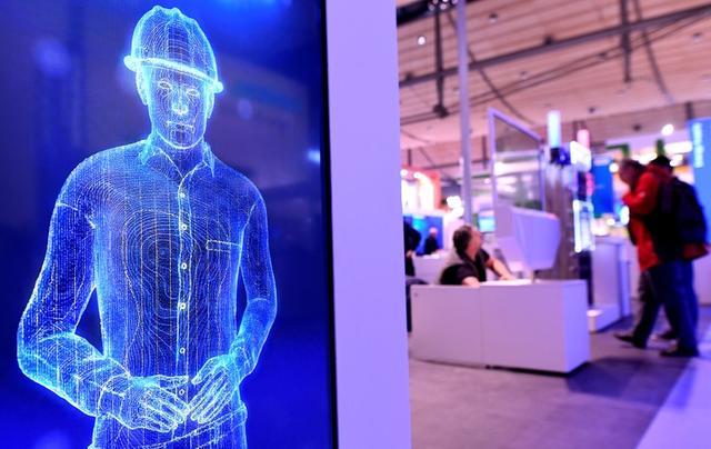 UPDATE 2-Siemens spins off struggling gas and power in smart digital