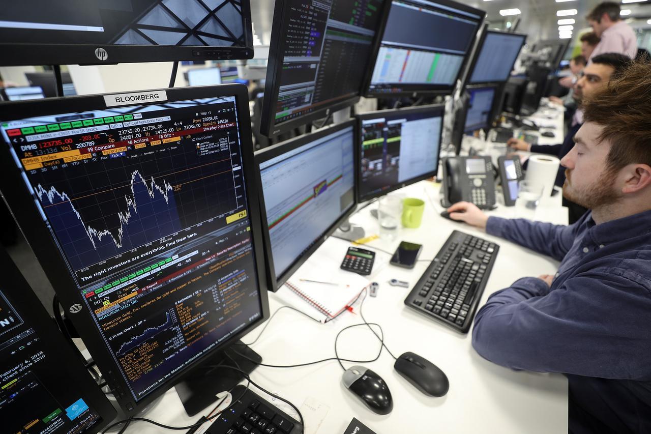 FTSE 100 springs back as hopes of trade