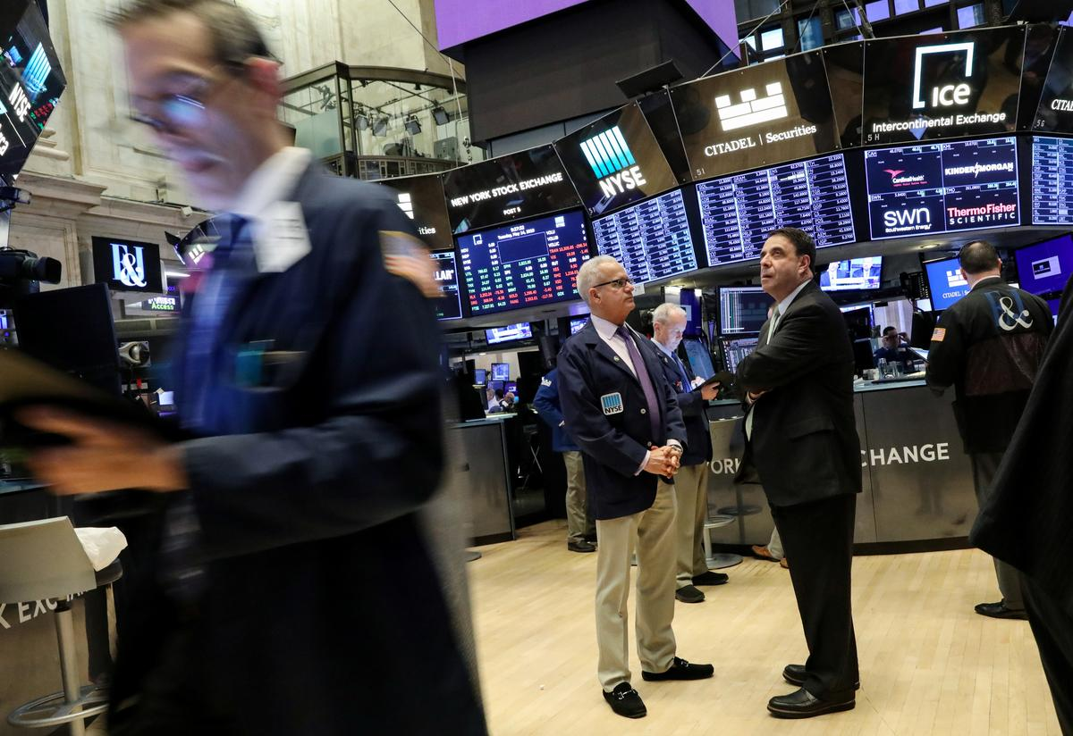 Global stocks bounce back as Trump downplays U.S.-China trade fight