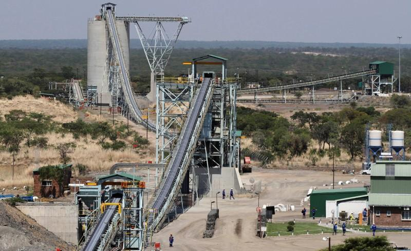 Zimbabwe platinum mines to ride out power cuts, gold output less secure