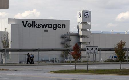 U.S. senators urge Volkswagen to end delay in Tennessee union vote