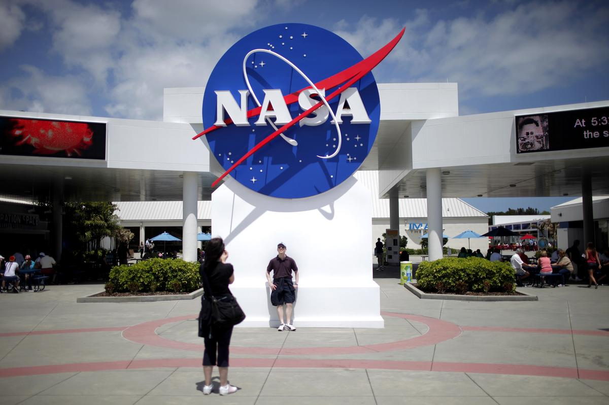 NASA chooses technology firm Maxar for lunar platform project