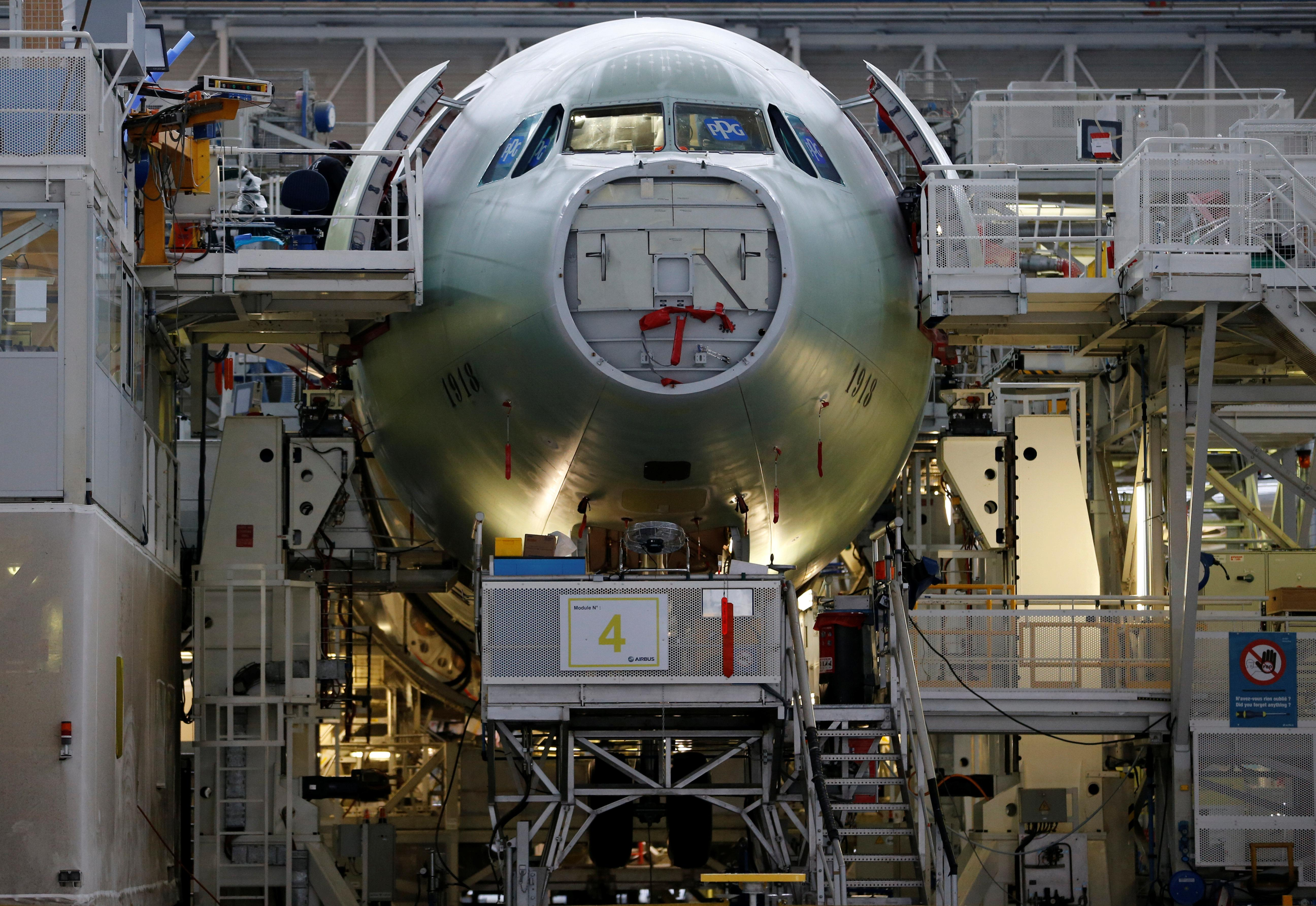 Planemakers race for wide-body orders in Asia showdown