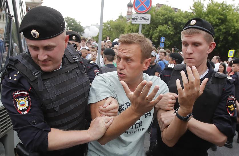 Russian police detain more than 500 at protest over journalist