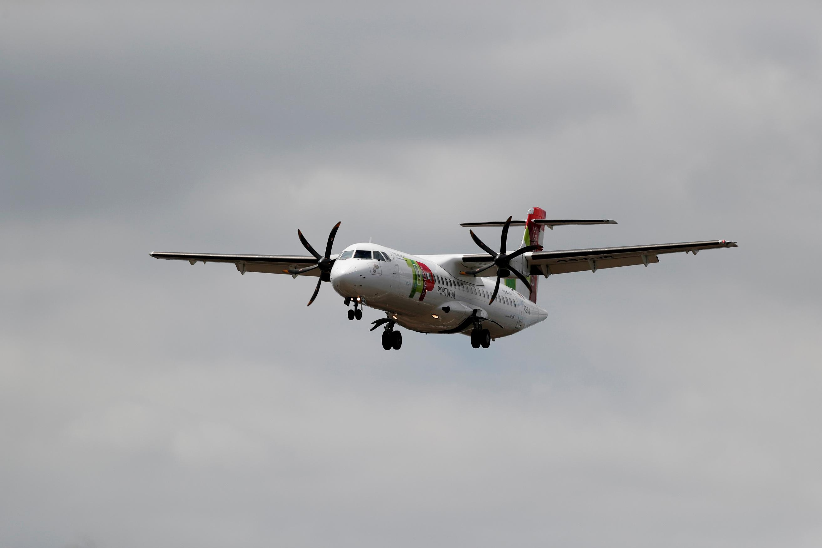 Pilot shortages, unsold planes weigh on ATR deliveries - sources