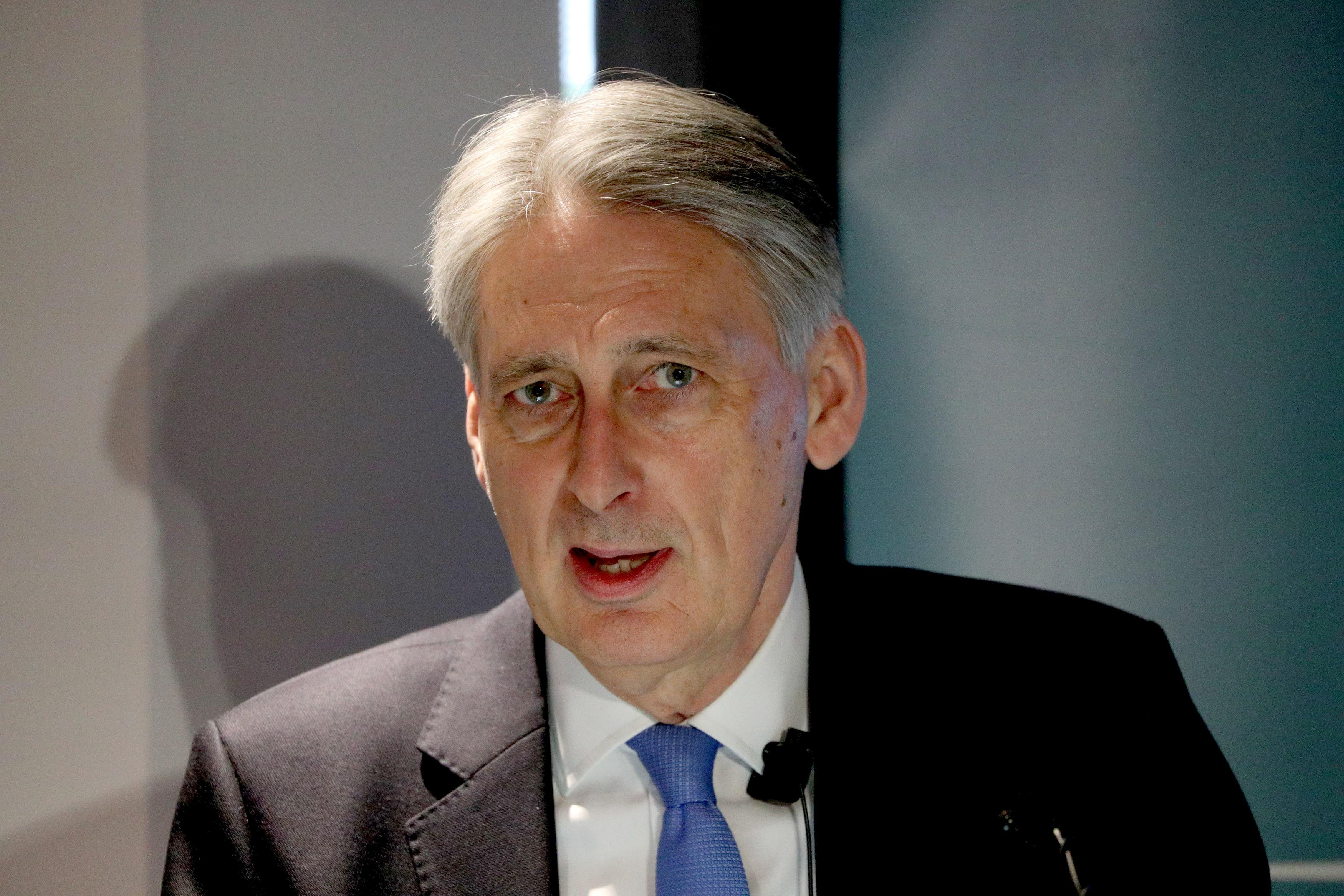 Hammond says he would not serve under a no-deal Brexit prime minister