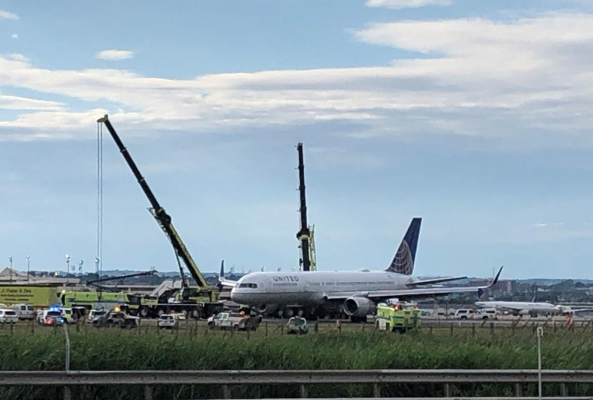 UPDATE 3-Tires blow on United jet during Newark airport landing, no injuries