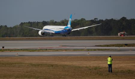 CORRECTED-JUNE 19-UPDATE 1-Korean Air to buy 20 Boeing 787s, lease 10 more