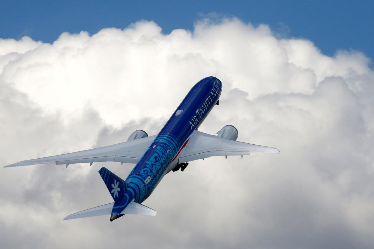 Boeing Signs $100 Million In Services Deals At Order-light