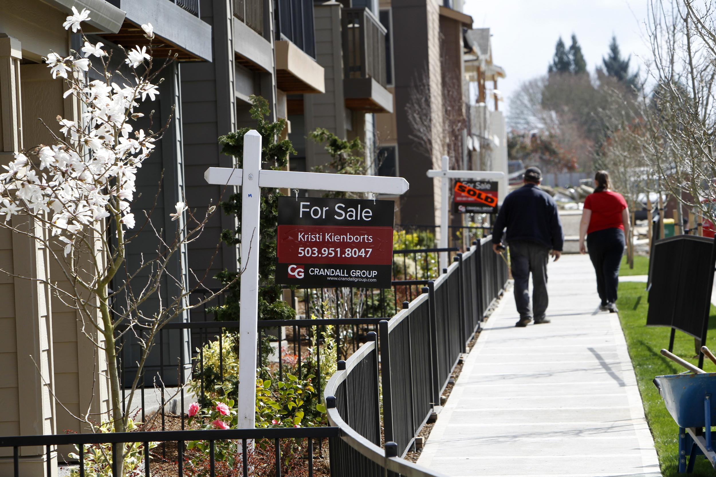 U.S. mortgage applications fall from 33-month high