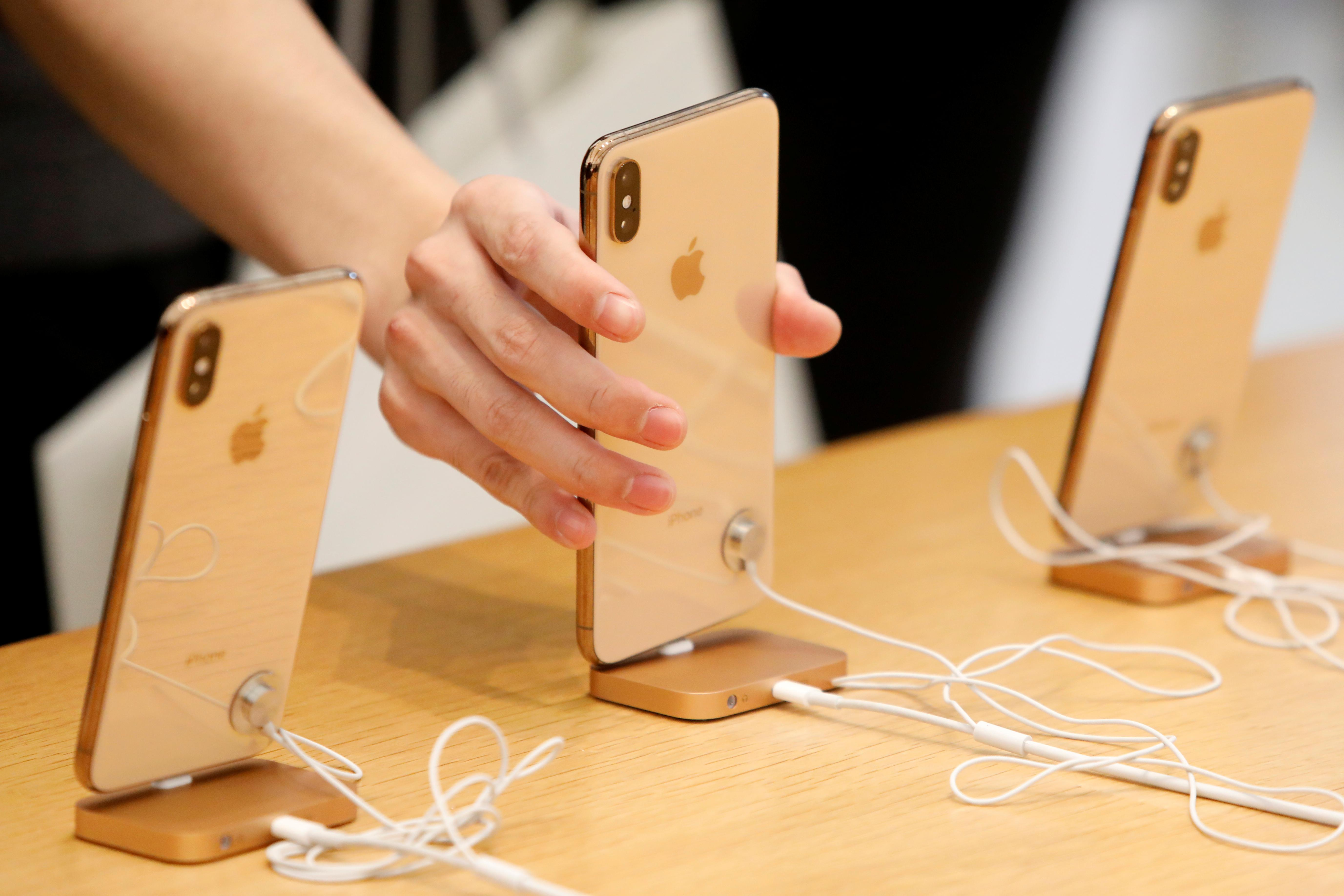 Apple says iPhones can now be fixed at all U.S. Best Buy stores