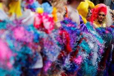 Drag queens wrap world's longest feather boa around Times Square
