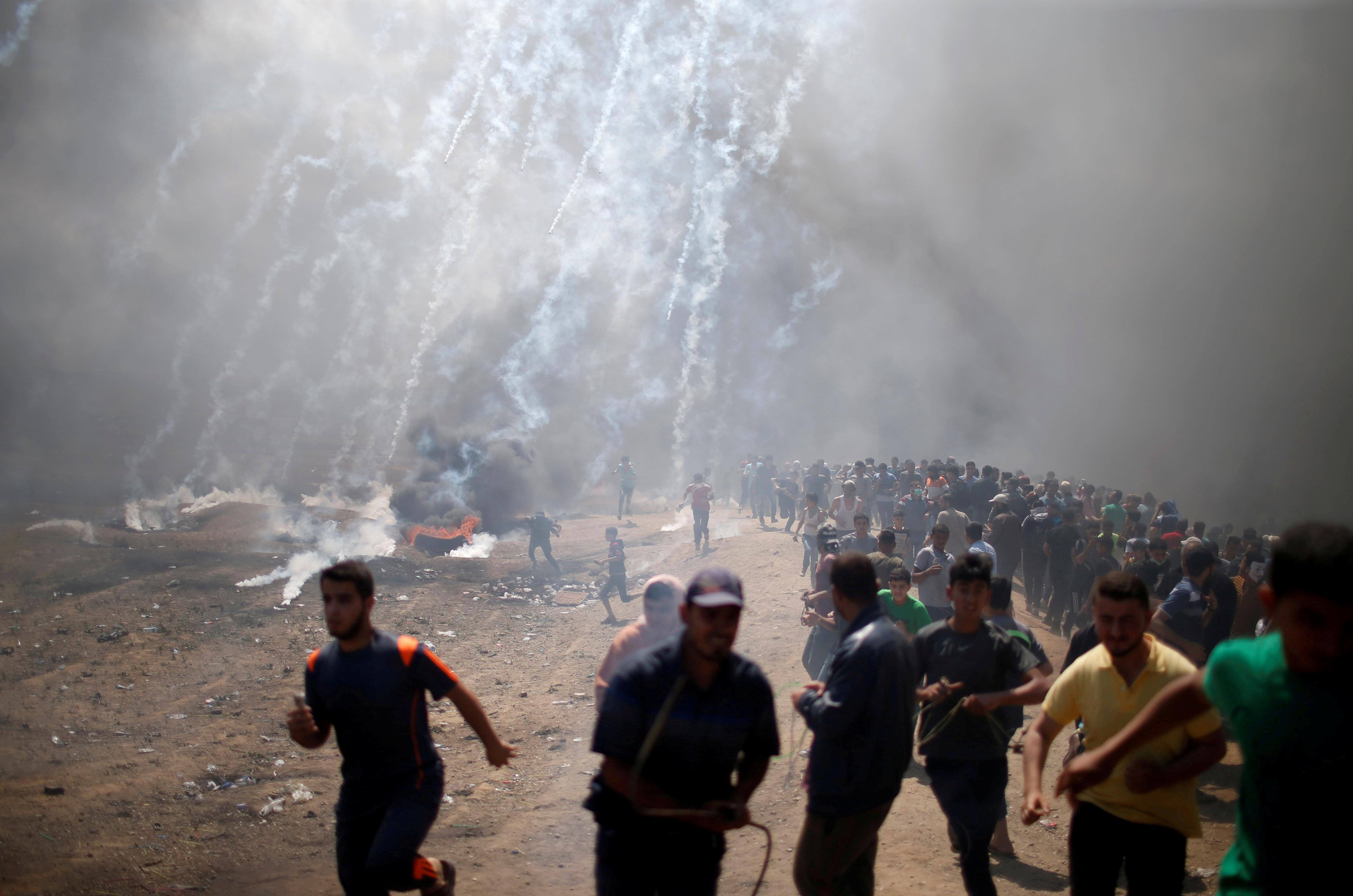 Factbox: Many sticks, few carrots - Trump's Palestinian policy