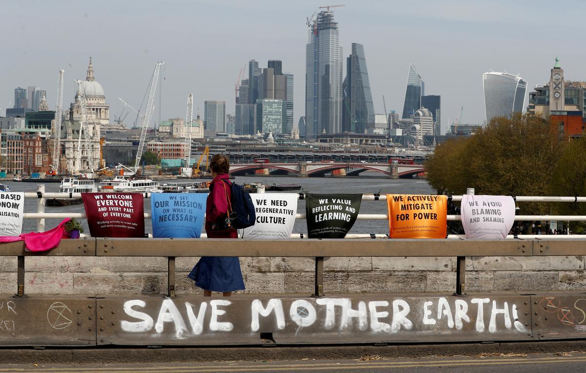 Resultado de imagem para EXCLUSIVE-Investors with $34 trillion demand urgent climate change action
