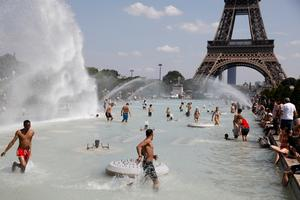 Heat wave bakes Europe
