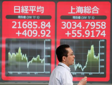 Asian markets waver amid global growth, trade uncertainty