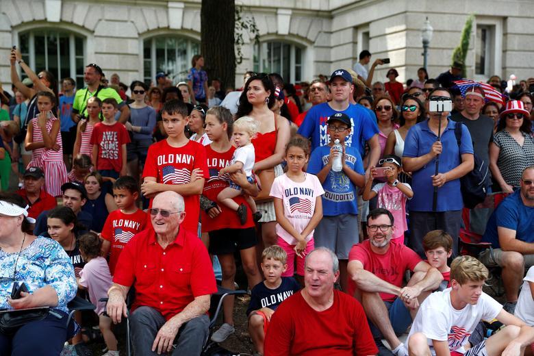 Una multitud mira las celebraciones del Día de la Independencia en Washington. REUTERS / Eric Thayer