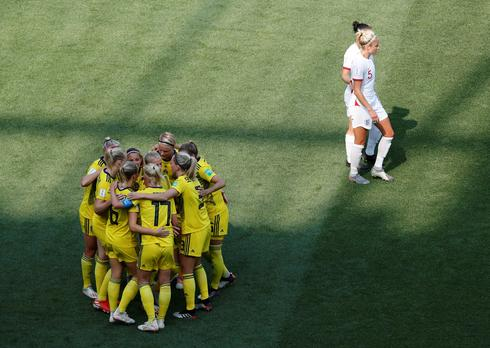 Women's World Cup: England 1 - Sweden 2