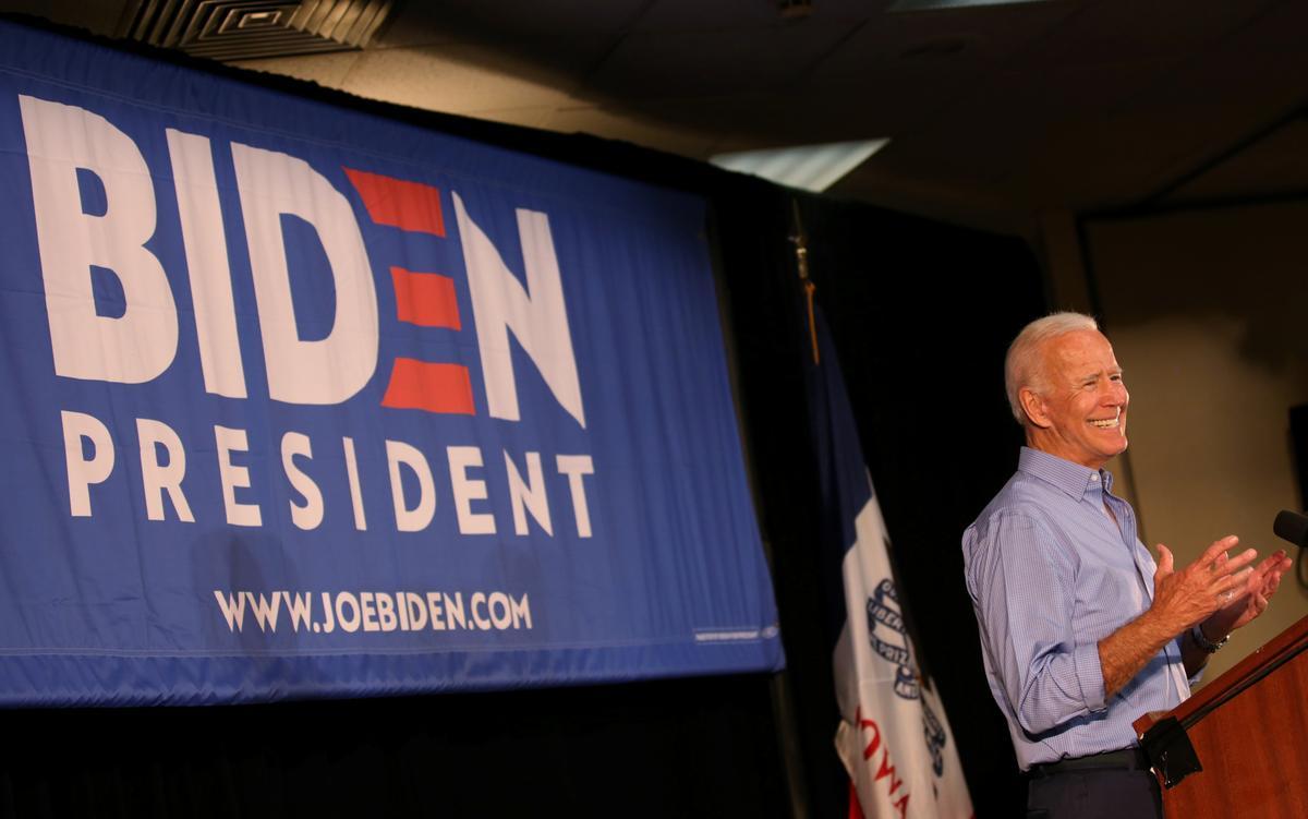 Democratic candidates court black voters; Biden addresses race criticism
