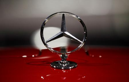 Daimler warns on profit again, blames diesel (gasoil) and recall costs