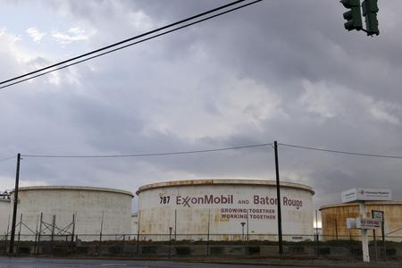 U.S. refiners in path of Storm Barry to keep running