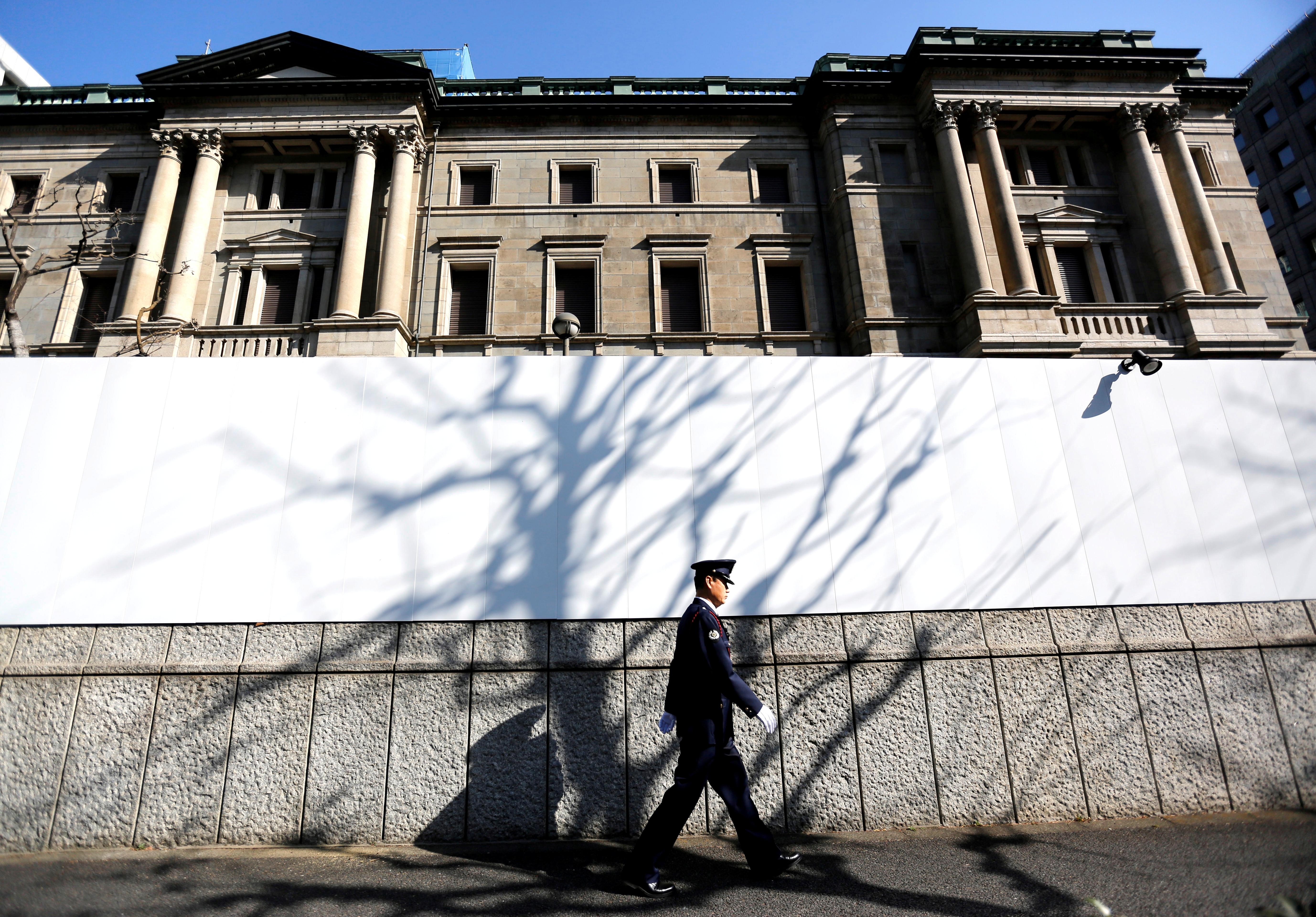 Groping for new tools, central banks look at Japan's yield controls