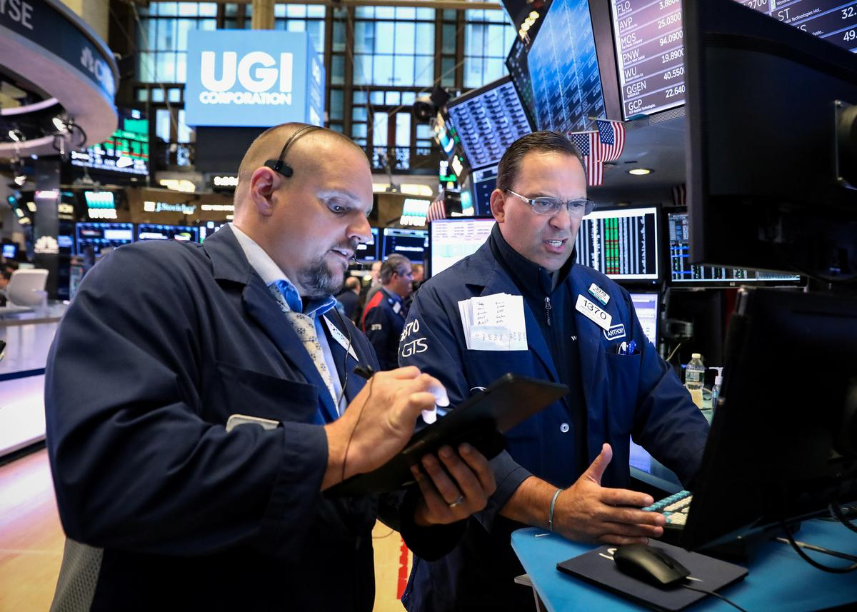 S&P ends near flat as Citigroup results sink banks; Nasdaq hits new high