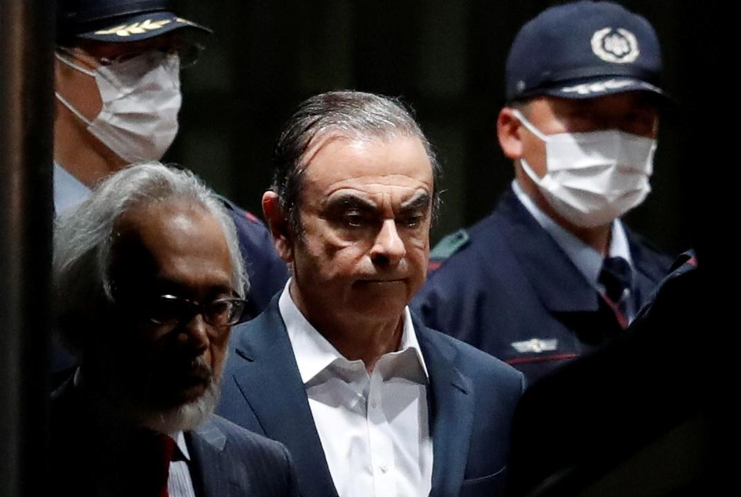 carlos-ghosn-sues-nissan-mitsubishi-in-the-netherlands-paper