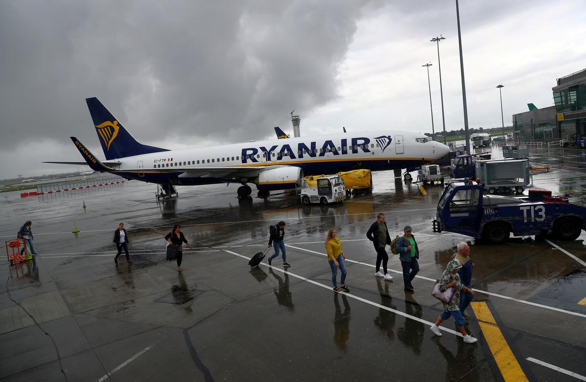 Ryanair Irish pilot union to decide on strike ballot next week