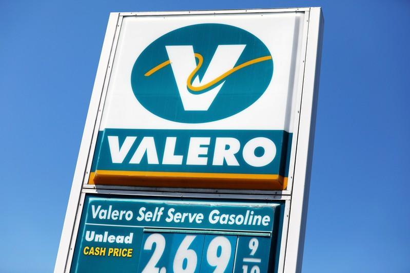 Valero Energy profit falls 32% on higher heavy crude prices