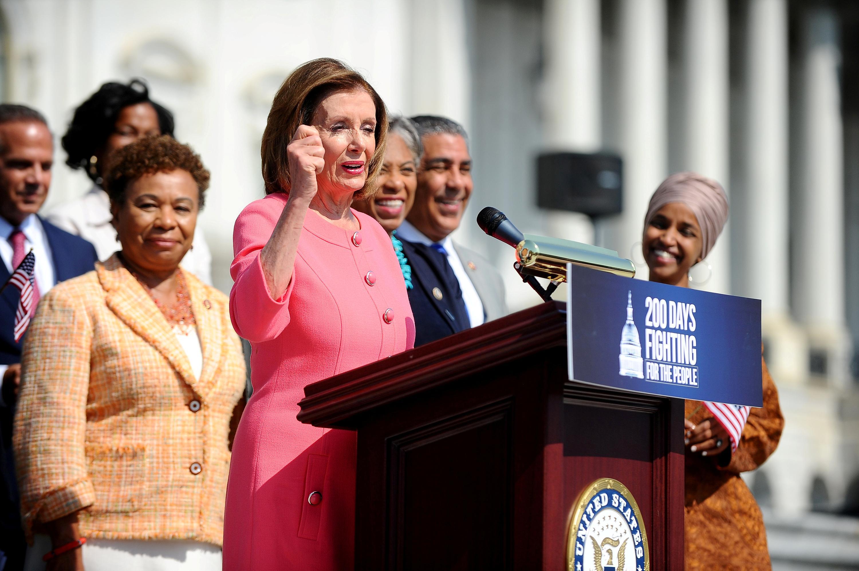 Les démocrates américains poussent le programme de la sonde Trump au risque d'une confrontation entre les campagnes
