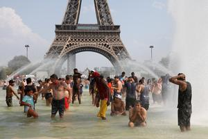Record-breaking heatwave bakes Europe