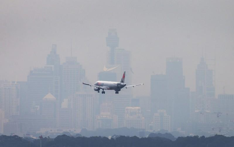 Breakingviews - Only taxes can close aviation's carbon gap
