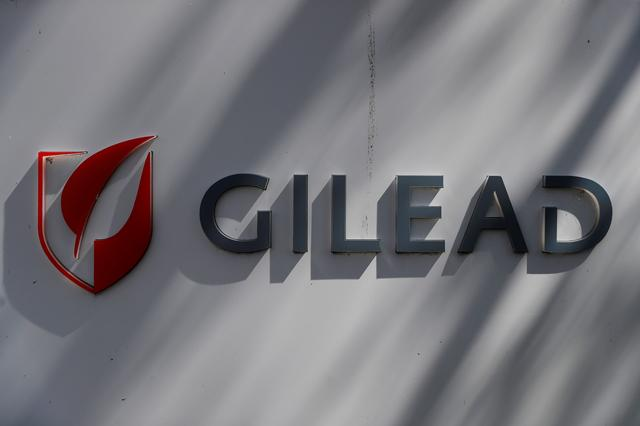Expensive Gilead, Novartis cancer therapies losing patients