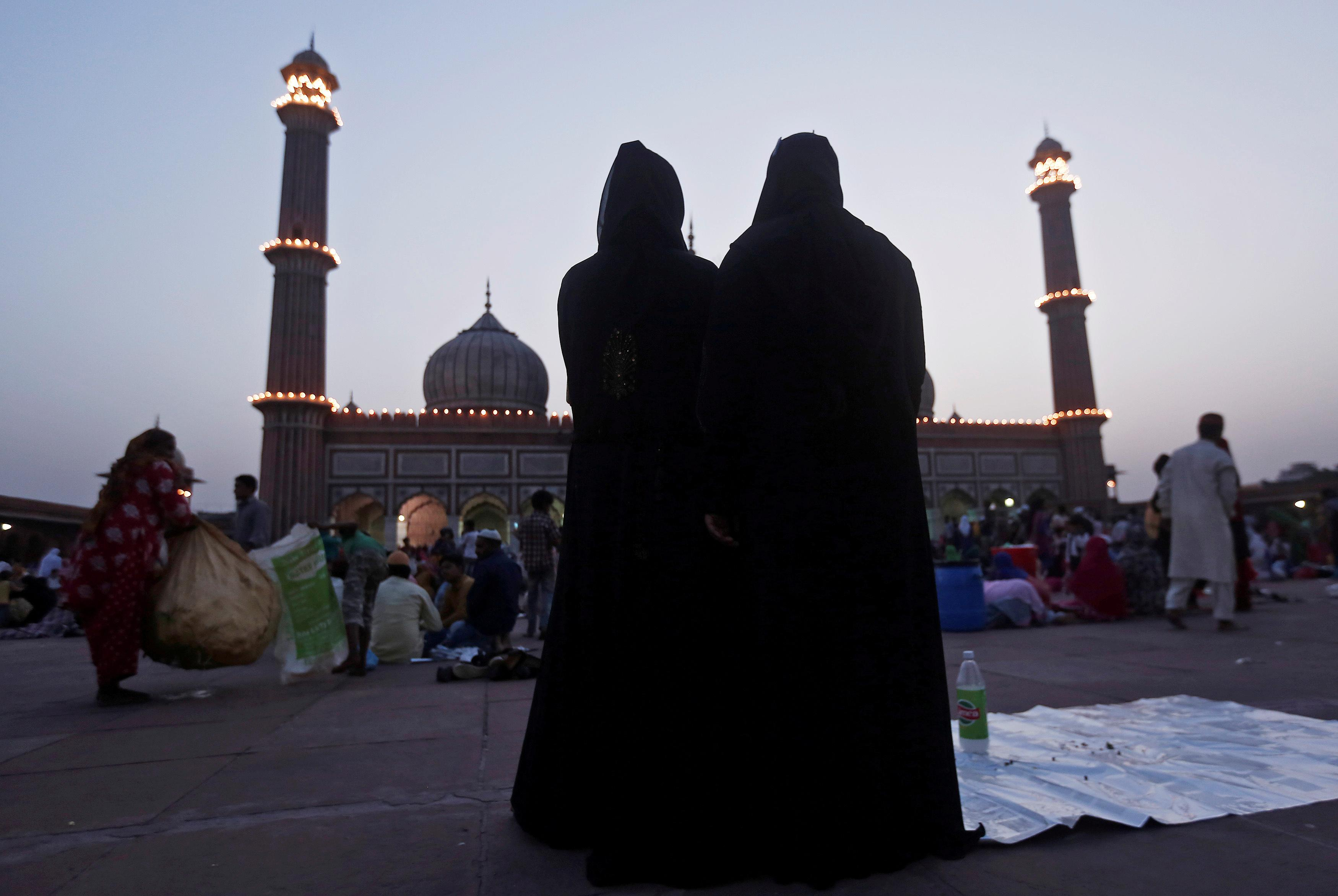 Parliament votes to outlaw 'triple talaq'