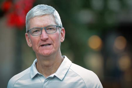 Apple wants to make high-end computers in U.S., needs tariff relief - Cook