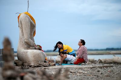 Drought reveals lost Buddhist temple in Thailand